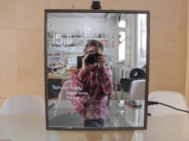 Smart mirror using raspberry pi 4